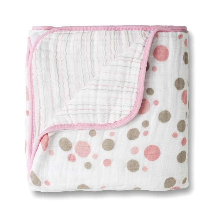 Face any chilly day with this oversized blanket that is sure to keep your little one warm.