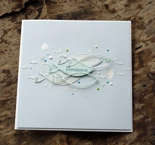 Eine liebevoll handgefertigte Karte zur Konfirmation. Der Fischschwarm ist aus verschiedenen Designpapieren gestanzt und auf der Karte arrangiert. Kleine Fische wurden mit einer Strukturpaste...