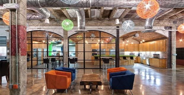 L'Ufficio che vorrei : Nuovi uffici in un vecchio magazzino: il riutilizzo è anche negli arredi a Fort Worthin Texas - Stati Uniti d'America. #ufficio #office #furniture #mobili #interiordesign #fastrentmoney