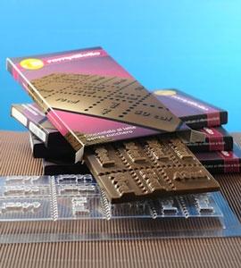 Rompibollo: tavoletta di cioccolato fondente senza zucchero, con calcolo reale delle calorie per ogni cubettino di cioccolato (c'è scritto sopra :-)).