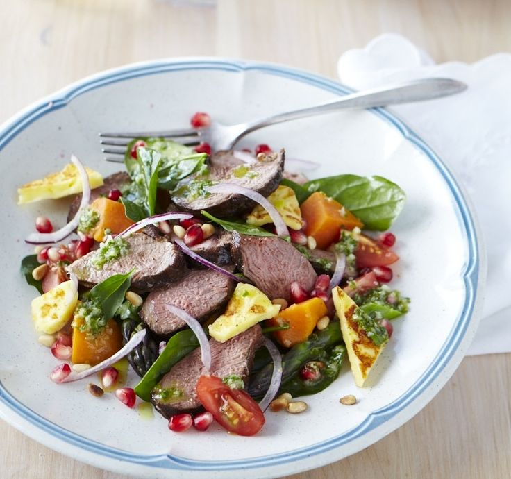 Balsamic lamb and pomegranate salad - would love to make it with tempeh instead and minus the haloumi to make it vegan, such a great base salad idea