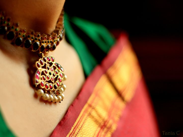 Classic. Red and green silk, and timeless temple jewelry. One of my favorite combinations that never goes out of style.