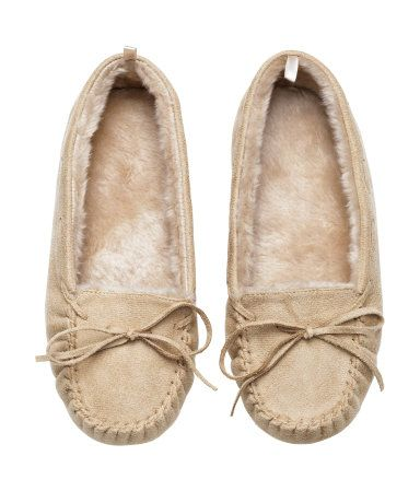 Cozy, light beige slippers in imitation suede with a decorative bow at front. Faux fur lining. Soft soles with non-slip protection. | H&M Lingerie
