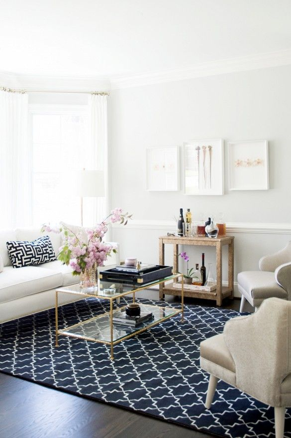 Pattered rug in a neutral room: