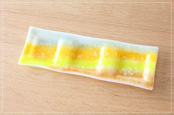 ホワイトガラスをベースに落ち着いたオリーブグリーンフレッシュな黄やオレンジそしてブラウンを配色季節を問わず食卓やお部屋を明るく賑わせてくれそう♪流れるような配...|ハンドメイド、手作り、手仕事品の通販・販売・購入ならCreema。