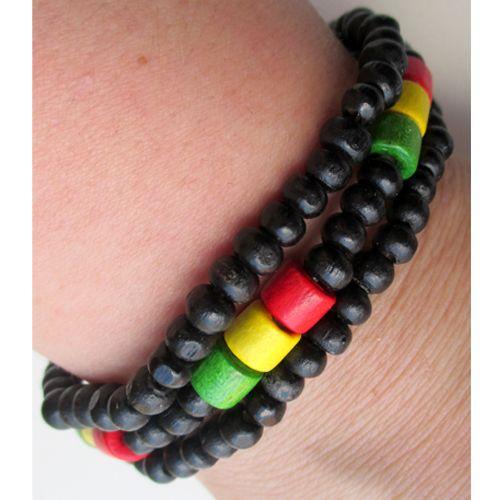 """Jamaica rannekorut Jamaica! Kiva """"reggae""""-henkinen koru. Kolme mustaa, erillistä maalattua puuhelmikorua. Vihreä-keltainen-punainen koristeet. - See more at: http://somemore.fi/tuotteet.html?id=15/578#sthash.CGUSq5zc.dpuf"""