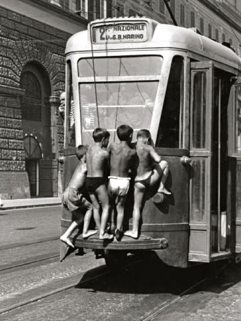 free transportation, Naples 1950s  // by Mario Cattaneo  www.romeoauto.it #summer #estate #world #place