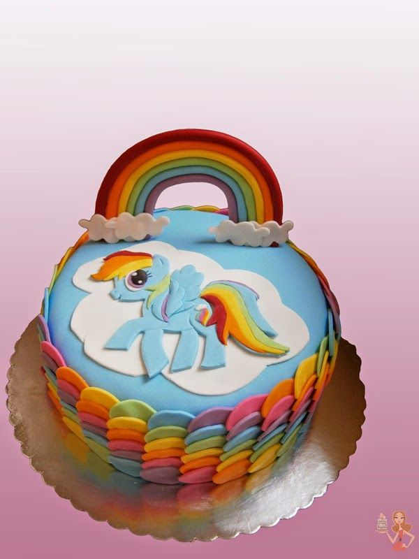 This is an simple and beautiful colorful cake I've made for a little girl.    You'll see step by step tutorial for Rainbow Dash, rainbow a...
