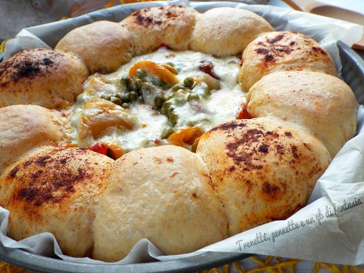 Torta di pane piccante con peperoni e piselli |