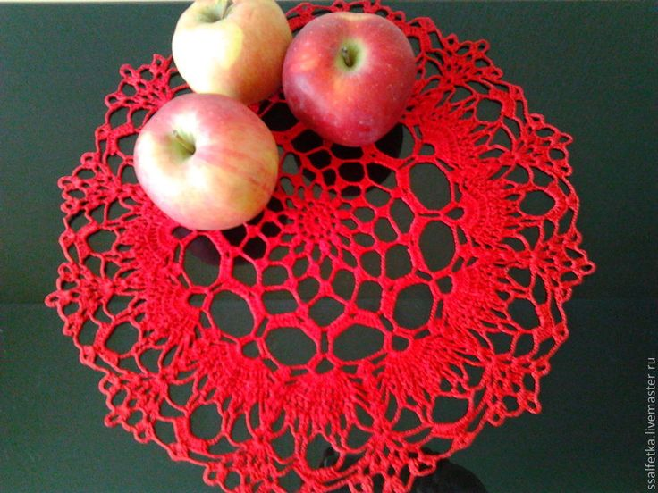 Купить Вязанная красная салфетка крючком - ярко-красный, салфетка крючком, украшение для интерьера