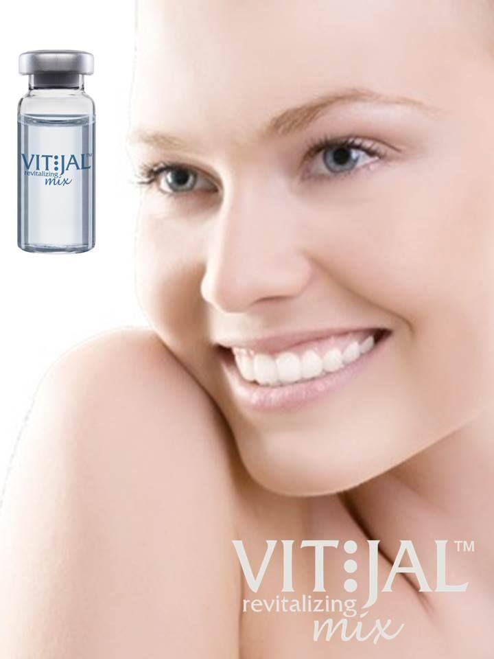 VITJAL™ REVITALIZING MIX Άμεσα αποτελεσματική μεσοθεραπεία προσώπου και λαιμού με υαλουρονικό οξύ και βιταμίνες •Βελτίωση και μείωση των επιφανειακών ρυτίδων σε ευαίσθητες περιοχές όπως γύρω από τα μάτια και τα χείλη •Το Υαλουρονικό οξύ συμβάλλει στο σχηματισμό των νέων αιμοφόρων αγγείων (test in- vivo) με αποτέλεσμα την εσωτερική προοδευτική αναδόμηση των ιστών του προσώπου. www.medicalantiagingcenter.gr