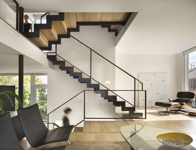 moderne treppen schwarz holz gerade laufplatten glas geländer