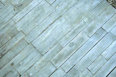 Traitement naturel protecteur des réalisations extérieures en bois de palette : Huile de lin et essence de térébenthine : 4/5 pour 1/5
