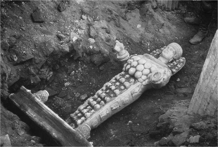 Efes Arkeoloji Müzesi'nde yer alan Artemis (güzel Artemis) heykelinin ilk bulunma anı.