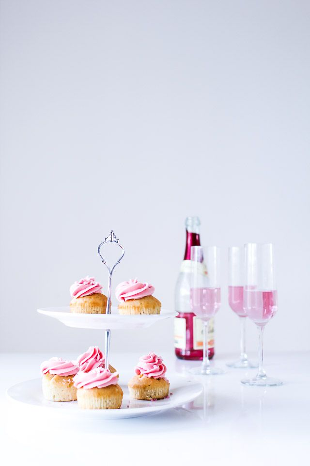 champagne cupcakes med frosting - new year cake