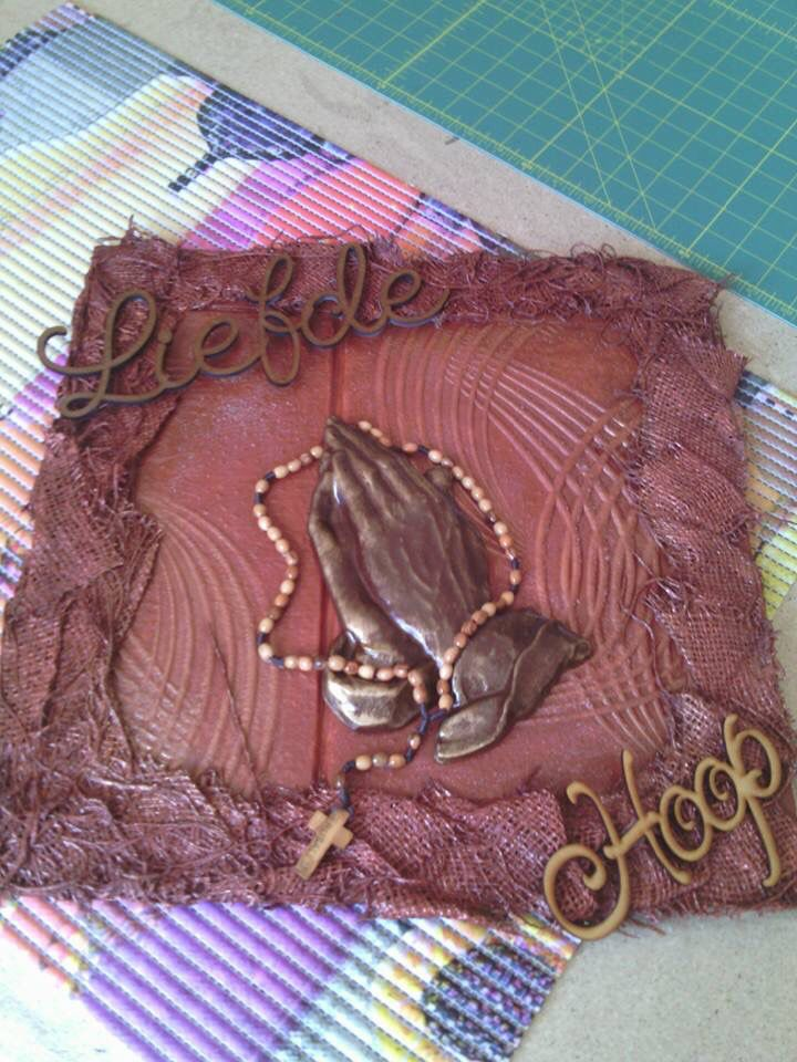 Tokreen Praying hands - Silvia Craucamp