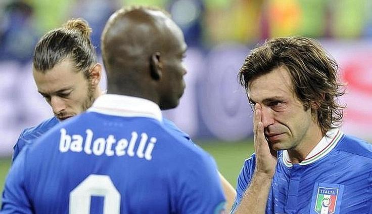 Le lacrime di Pirlo e la delusione di Balotelli e Balzaretti. Ansa