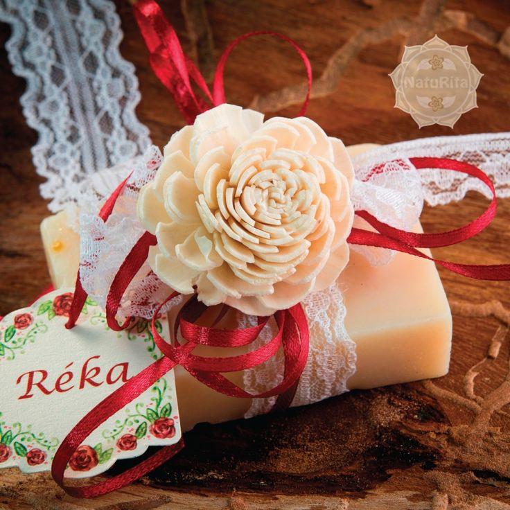 Esküvői köszönetajándék - Kicsi tégla natúr szappan szalag-virág díszítéssel