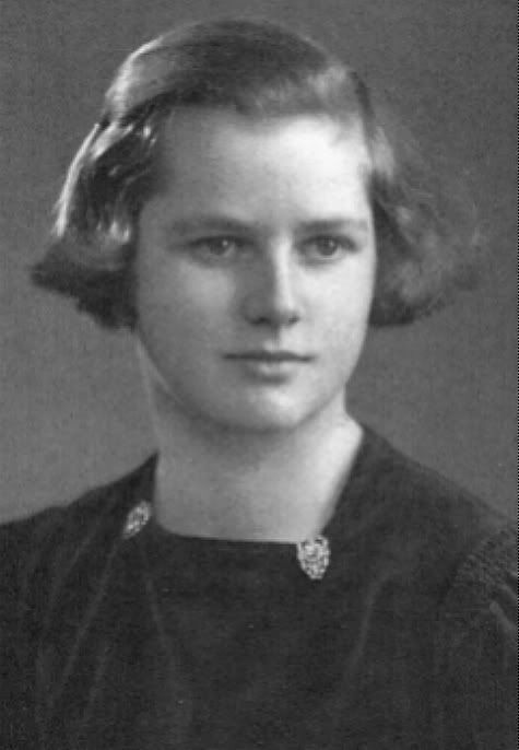 margaret hilda thatcher Thatcher was born margaret hilda roberts on 13 october 1925, in grantham, lincolnshire her parents were alfred roberts (1892–1970), from northamptonshire, and beatrice ethel (née stephenson, 1888–1960), from lincolnshire.