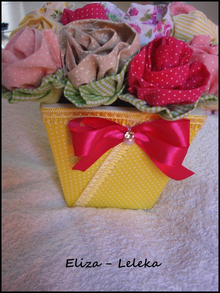 vaso com flores em tecido (faz parte do kit ursinha lulu, mas vendo separadamente) - à pronta entrega http://www.elo7.com.br/vaso-em-mdf-com-flores/dp/3F0799