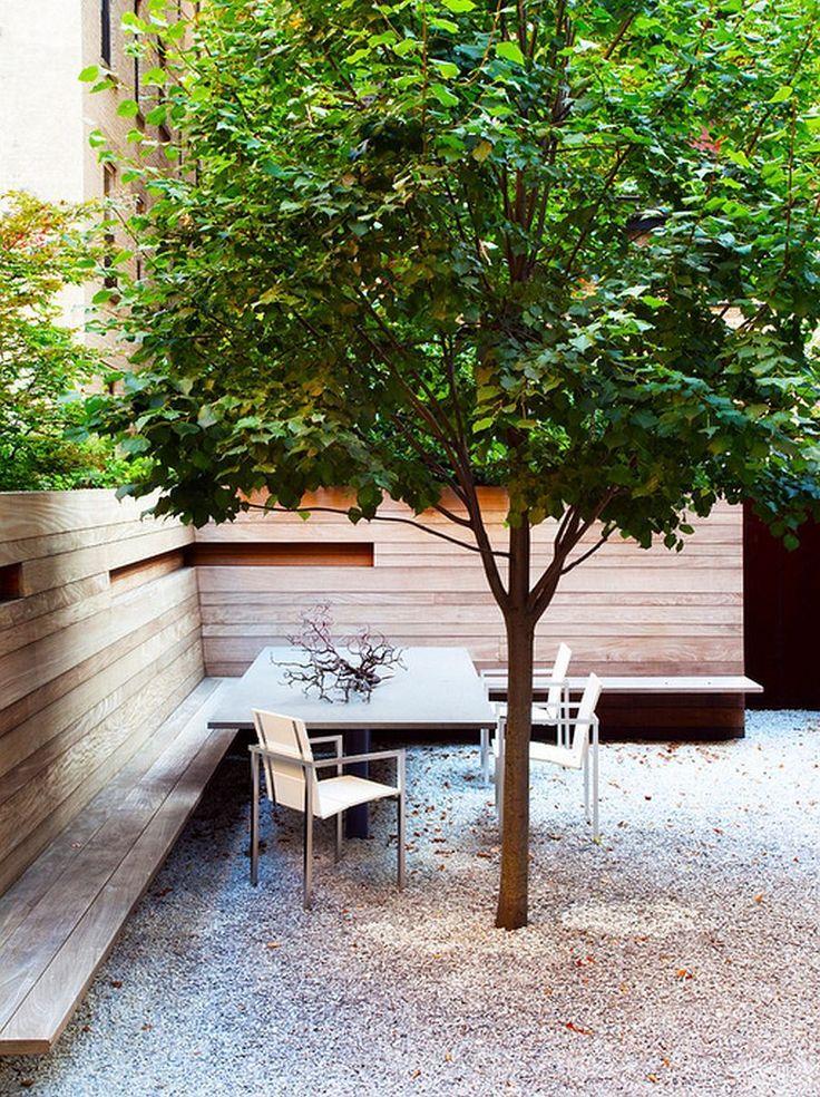 Bancos y construcciones de madera para el jardin.