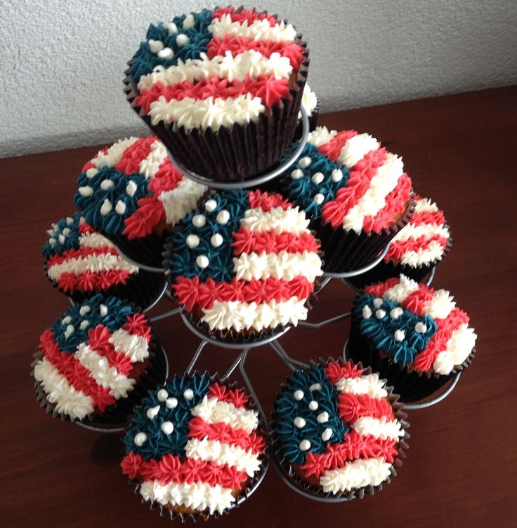 4 th of July cupcakes   https://www.youtube.com/watch?v=-jo8W8GpBS0&index=30&list=PLIk1kwLCFQljbvQ43ockHN3A1KK_6Xqu2