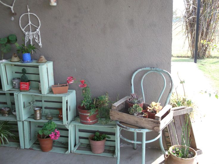 Cajones de verduras macetas y cactus pinterest for Decoracion de patios pequenos con macetas