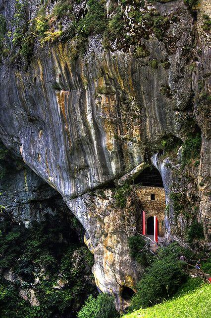 castle secret passageways | Recent Photos The Commons Getty Collection Galleries World Map App ...