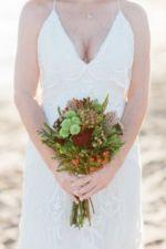 Brautstrauss in grün und rot. perfekt für eine boho hochzeit.