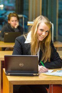 Betriebswirtschaft (B.A.)   Westsächsische Hochschule Zwickau (University of Applied Sciences) Das Studium der Betriebswirtschaft ermöglicht vielseitige Einsatzmöglichkeiten in Industrie-, Handels- und Dienstleistungsbetrieben. Durch die individuelle Fachprofilwahl und das Praxis- bzw. Abschlusssemester spezialisiert sich jeder Studierende entsprechend seiner Interessen und beruflichen Vorstellungen. Fakultativ kann das Fachprofil International Economics belegt werden.