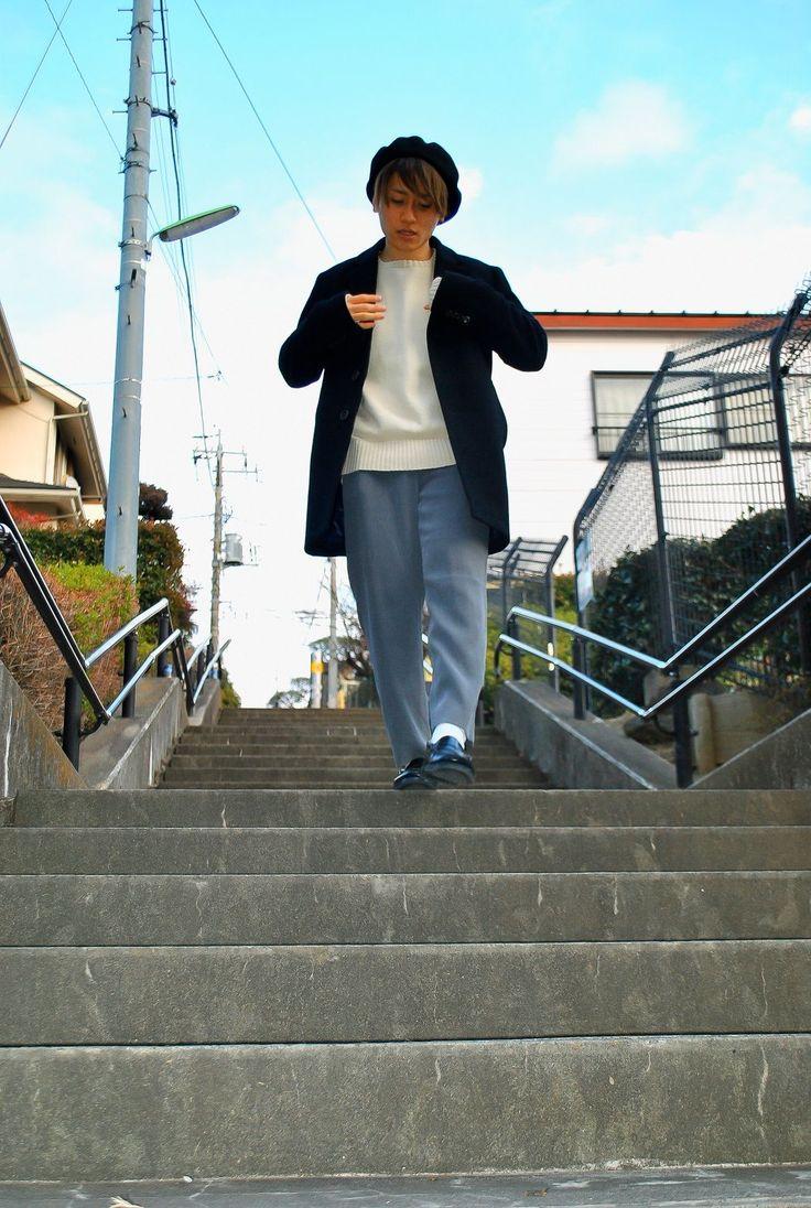 当店は古着全品700円(税抜)で販売しております。 一部新品アイテムの除外品コーナーも展開中です!!  当店で購入した着用アイテム。 ・USED セーター 756円 ・USED スラックス 756円 ・ピンキーリング 540円   スラックスはレディース物を着用し、セーターは今の季節にピッタリのコットンセーターを着用しました。