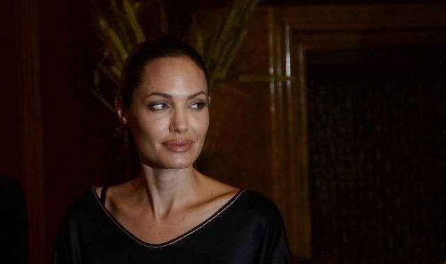 Cineast: СМИ обсуждают тяжёлую болезнь Анджелины Джоли