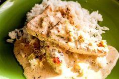 Åh den här kycklinggrytan som man lagar i ugnen får det att drypa i min mun alltså. Så otroligt gott så jag smäller av alltså. Längtar till vi lagar denna rätt nästa gång. Så mumsigt alltså! Kycklingen blir sådär härligt mör och smakerna är bara så fantastiska. Kycklinggryta a la Niiinis 4 kycklin