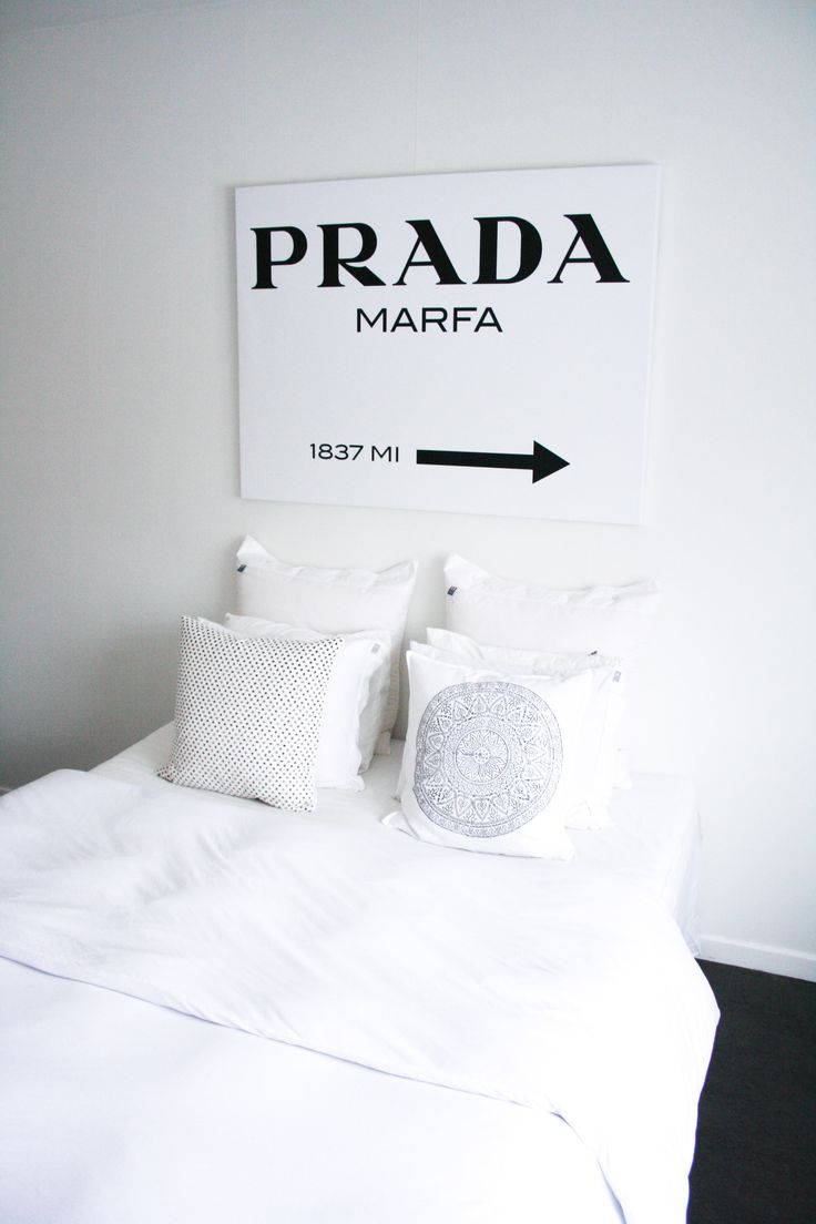#prada #marfa #interior # deisgn #interiorboys #lexington #lexingtoncompany #beachouse #beachhousecompany #allwhite #pillow #bedroom #marble #newblogpost #interiordesign #scandinavian #nordichome #nordic #blogger #blogg #inredning #sovrum #vitt