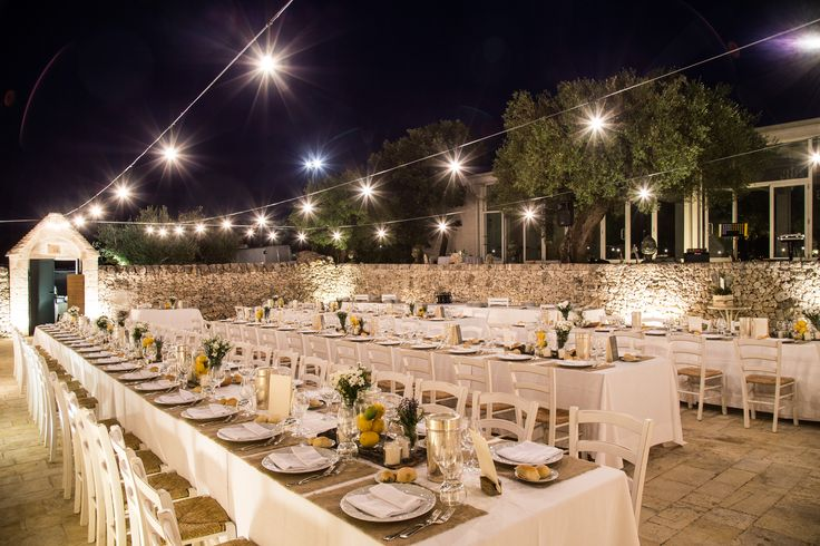 Bulb fairy lights over the court above the wedding reception tables did the rest to create a relaxed, fun and traditional Italian and most of all… a traditional Apulia atmosphere.