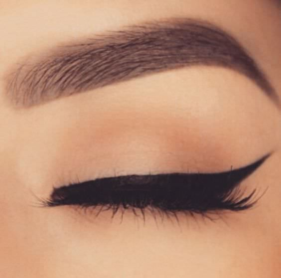 There are all sorts of techniques people use to create a winged eye, but we will show you the best way for getting the cat eye look.