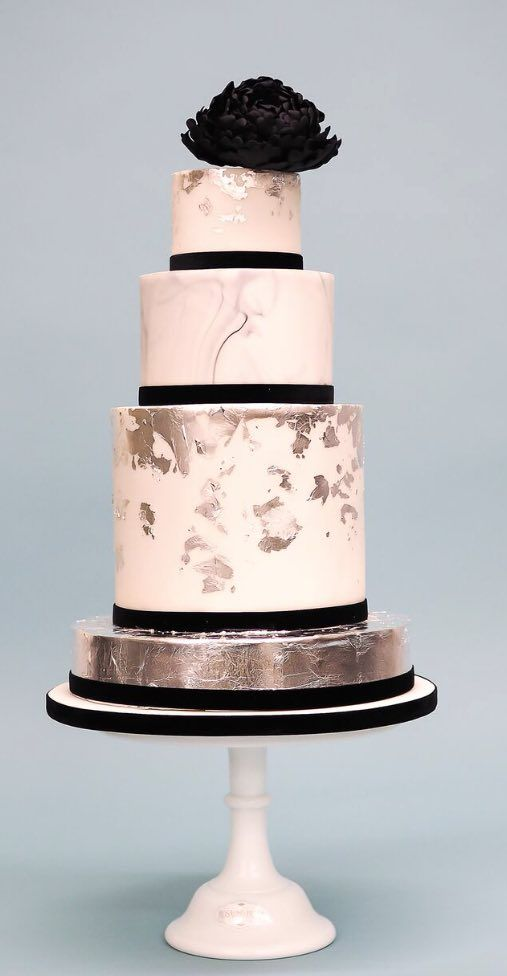 Featured Wedding Cake: Courtesy of Rosalind Miller Cakes