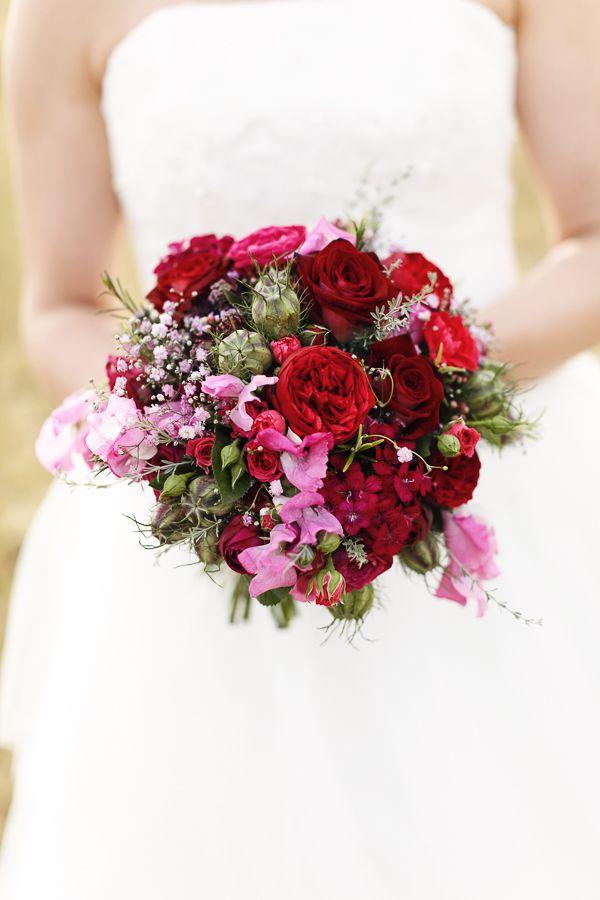 Von den Farben stelle ich mir meinen Brautstrauß etwa so vor, aber mit der Auswahl der Blumen bin ich noch nicht einverstanden