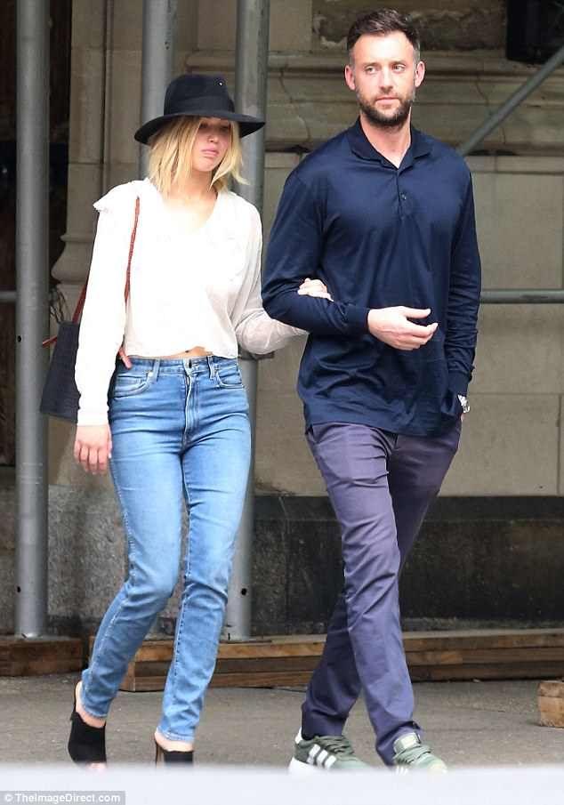 Jennifer Lawrence Strolls Through New York With New Beau