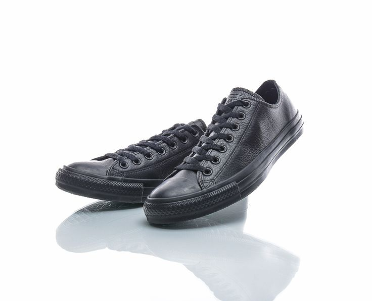 All Star Converse HELSORT (skinn eller tøy). Str. 37. 999,- https://www.sportamore.no/produkt/83922-converse-all-star-ox-leather-uni-svart
