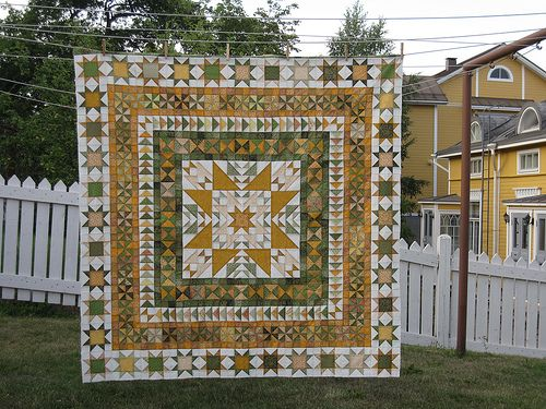 Hour Glass, Pinwheel, and Variable Star blocks border this medalllion-style qult. Terrific!