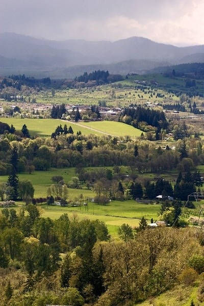Willamette Valley Oregon - coastal range & the coast to the west. Cascade range & high desert to the east