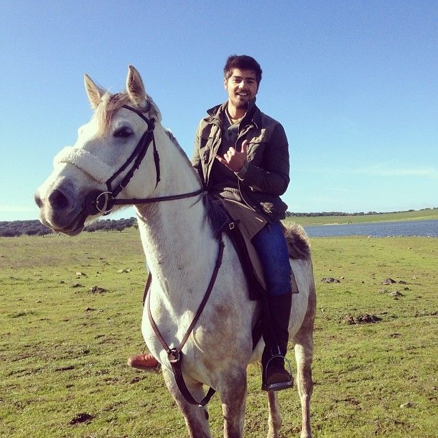 """Lourenço Ortigão: """"Hoje gravamos com cavalos o dia todo, que saudades!!! Hoje viajooooooo:)))"""""""