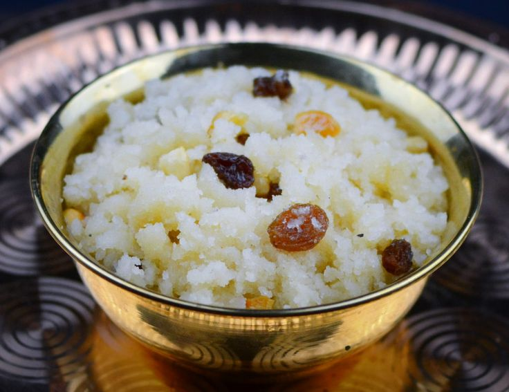 Sheera/sooji halwa/semolina pudding – an easy to make sweet dish that is ready in minutes. This dish is made with just three main ingredients – semolina, sugar and ghee or clarified butter. In Karnataka, it is served alongside uppittu or upma and this unbeatable breakfast combo of mildly sweet – mildly spicy versions of semolina …