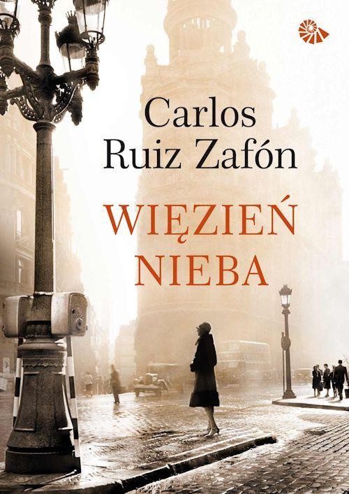 """Trzecie już spotkanie z genialną serią """"Cmentarz Zapomnianych Książek"""" Carlosa Ruiza Zafóna. W tej części, pt. """"Więzień Nieba"""" skupiamy się na losach mojego ulubieńca Fermina, które w nieoczekiwany sposób łączą się z rodziną Sempre, a nawet Davidem Martinem.    http://moznaprzeczytac.pl/wiezien-nieba-carlos-ruiz-zafon/"""