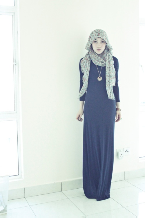 Hana Tajima in a navy maxi. Simple yet gorgeous.