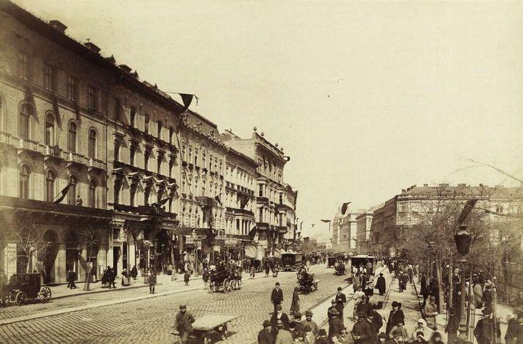 Múzeum körút a Nemzeti Múzeum előtt. A felvétel 1894. április 1-én Kossuth Lajos temetése alkalmával készült. A kép forrását kérjük így adja meg: Fortepan / Budapest Főváros Levéltára. Levéltári jelzet: HU.BFL.XV.19.d.1.04.020