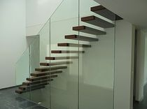 Straight staircase / overhead / without risers