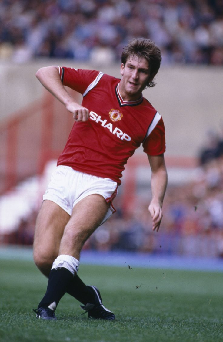 Norman Whiteside recalls hat-trick for Man United v West Ham - Official Manchester United Website