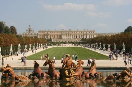 Versailles in autumn - a great time to go. Have been there. What a place, and people so it is nearly impossible to anything.